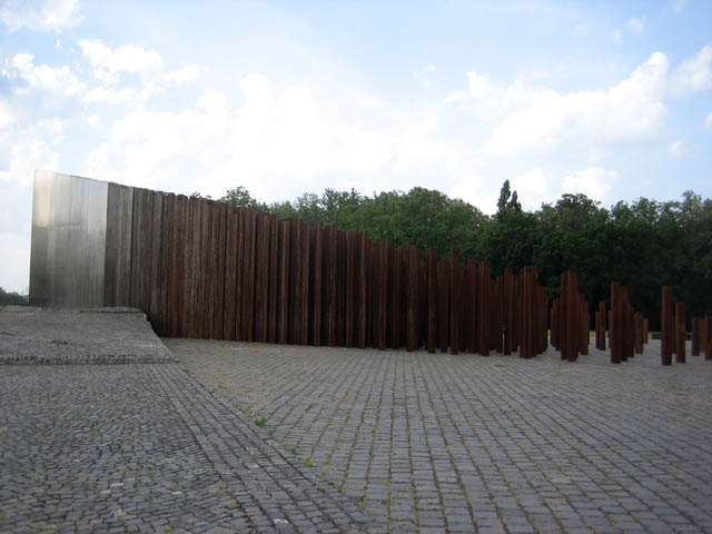 "This was my favorite sculpture at the park. It starts as a huge block of stainless steel (on the left here) and gradually erodes into rusted columns. Along with the giant swaths of cobblestone, it has an air of Soviet ""largess""."